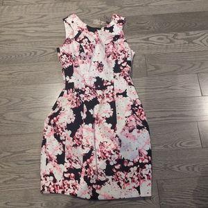 NEW Beautiful dress by lypsy🍀🍀🍀